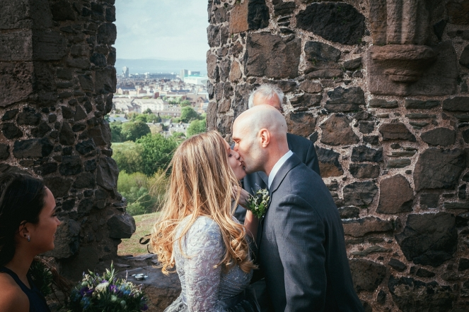 wedding_photography_edinburgh_st_anthonys-_chapel_ruins_0018