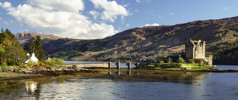 eilean-donan-cottage-scotland
